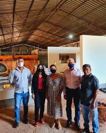 Prefeito Gilmar e Presidente da Câmara João Miguel visitam obras de ampliação da Frutipolpa.