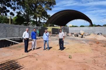 Prefeito Gilmar, e vice Milton Mitio visitam obra de Construção da Cozinha Piloto e Padaria Municipal.